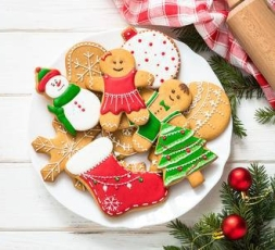 96295747-christmas-gingerbread-on-white-wooden-background-christmas-cooking-baking-background-top-view-with-c